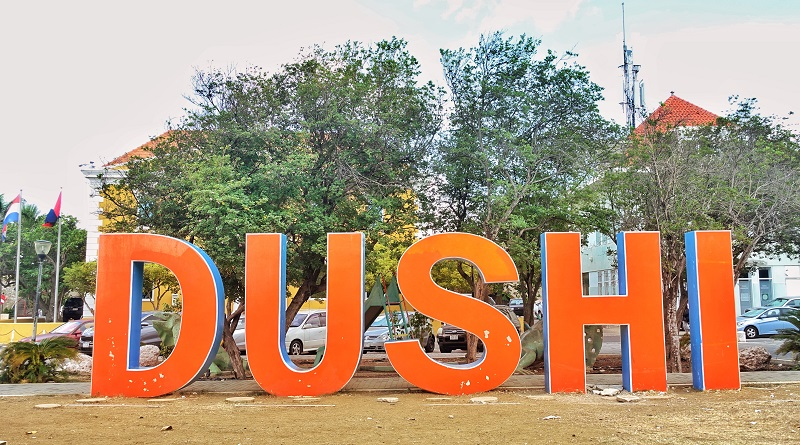 Grote Dushi letters in Willemstad.