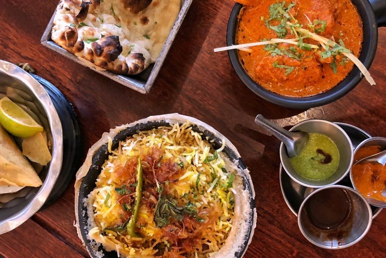 Indiaas eten in Dishoom in Londen.
