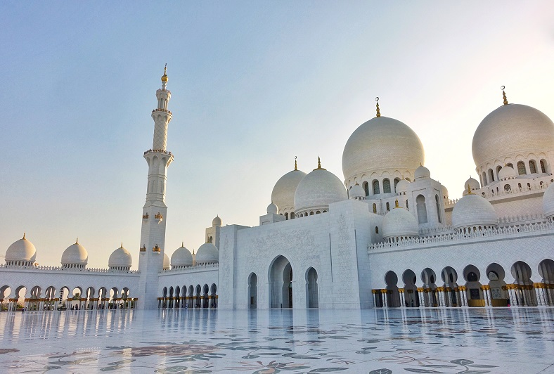 Binnenplaats Sheikh Zayed Grand Mosque in Abu Dhabi.